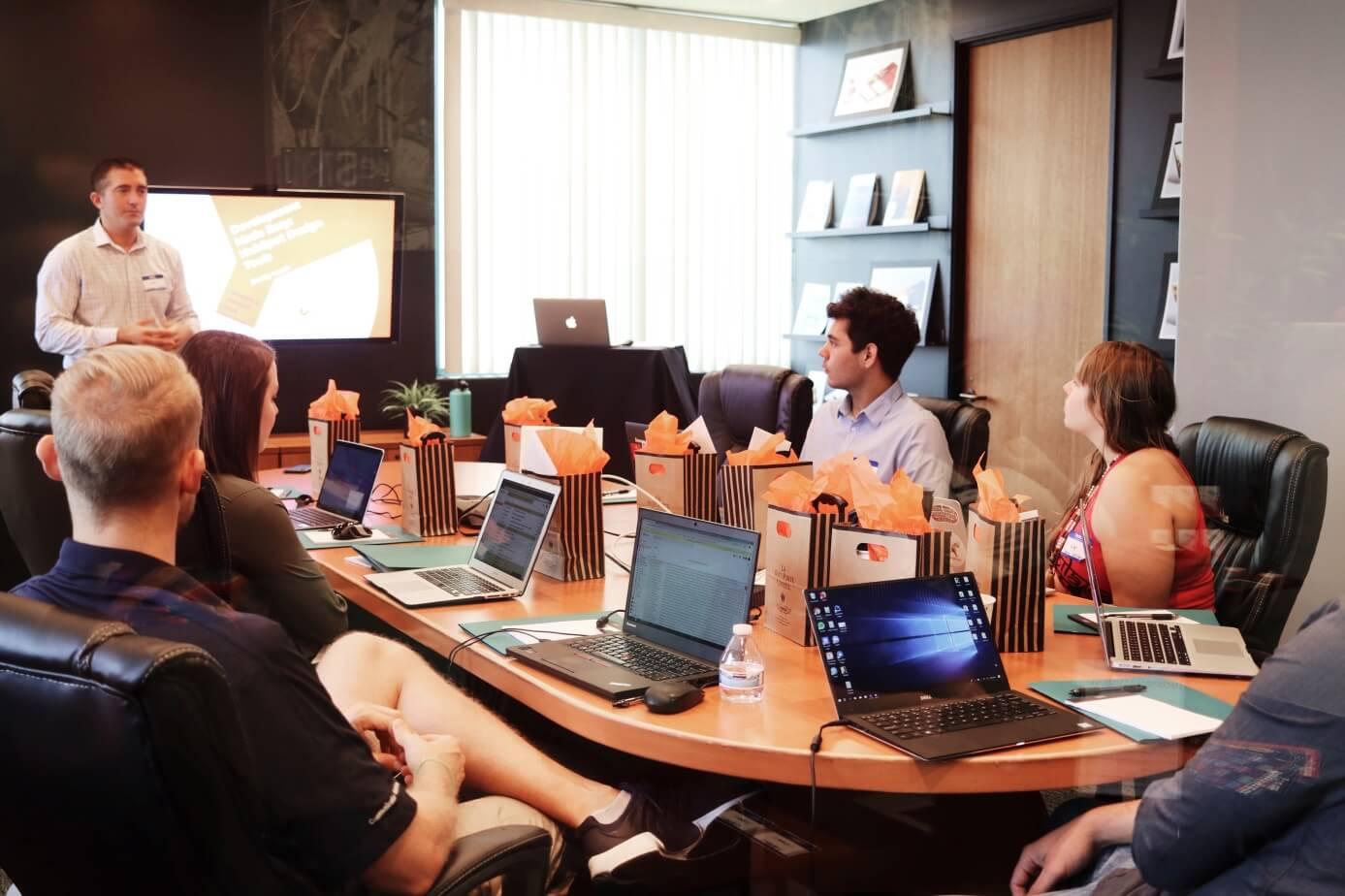 spotkanie z project managerem w firmie