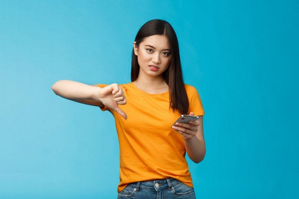 Łapka w dół - krytyka w mediach społecznościowych