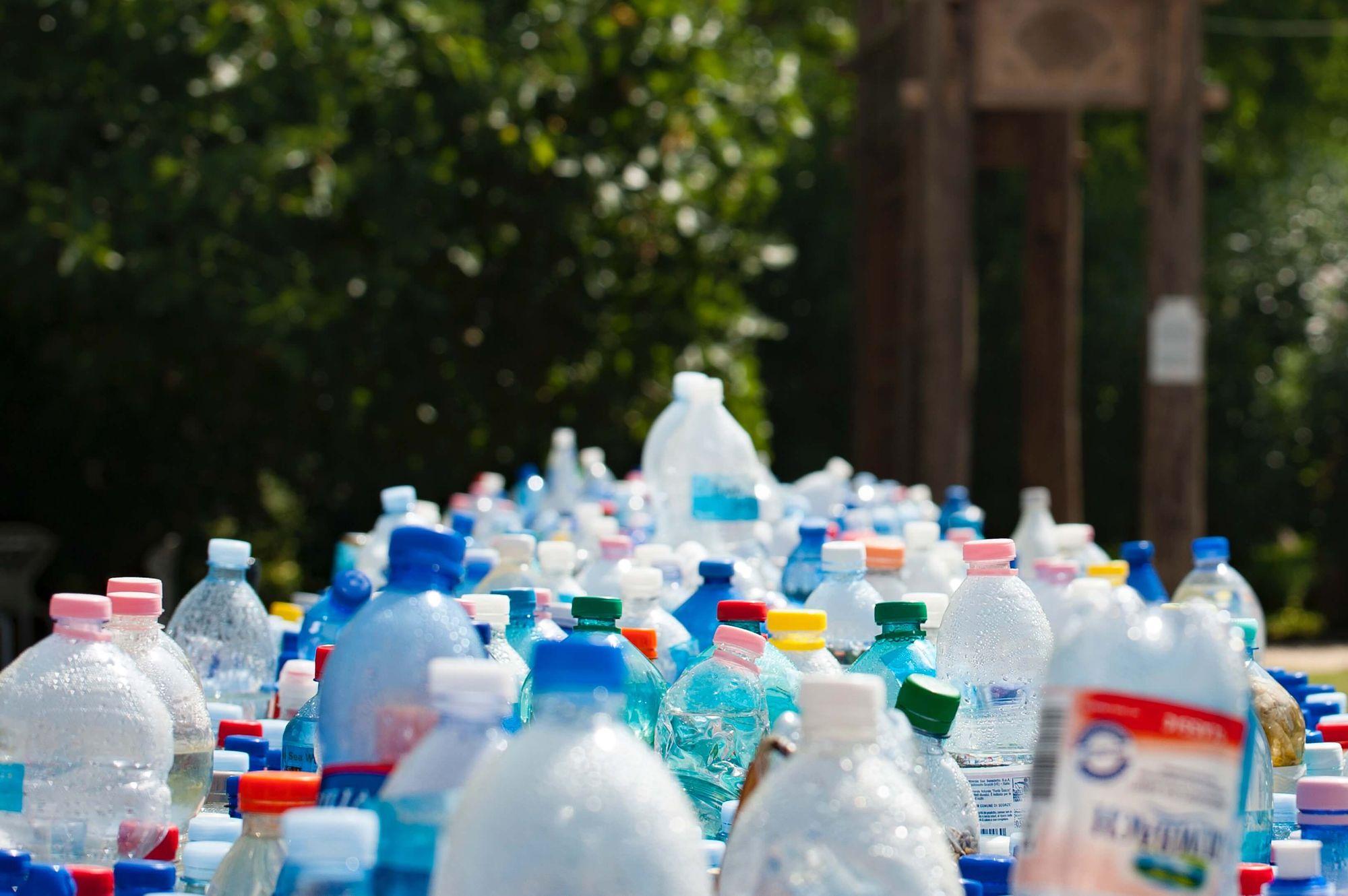 plastikowe butelki po wodzie