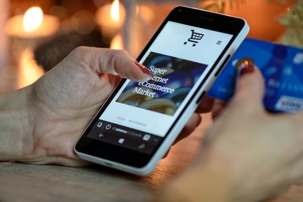sklep e-commerce na urządzeniu mobilnym